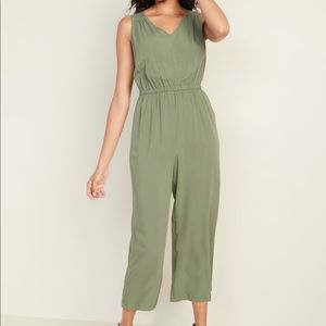 OLD NAVY l Cropped Jumpsuit with Side pockets